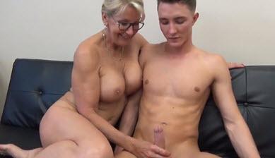 Тетя Застукала За Дрочкой Порно Видео